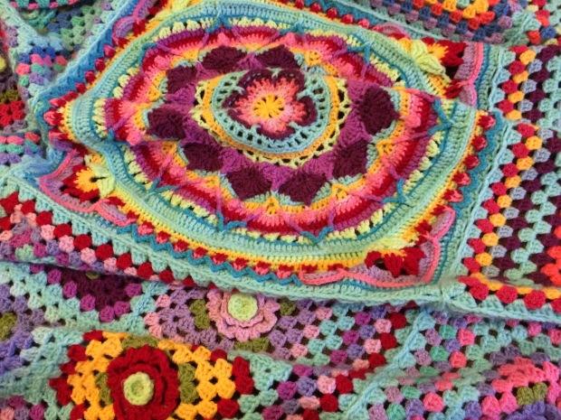 yarn-bomb-4